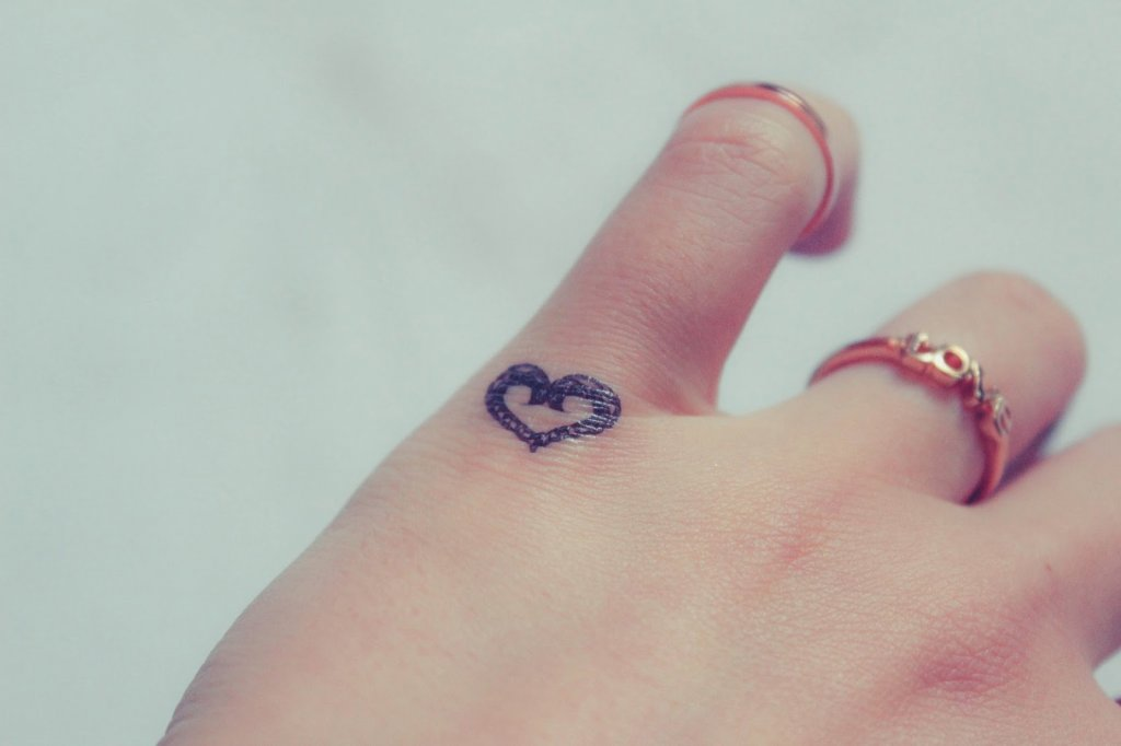 Tatuaggi Sulle Dita Per Decorare Le Mani Foto Blog Di Lifestyle